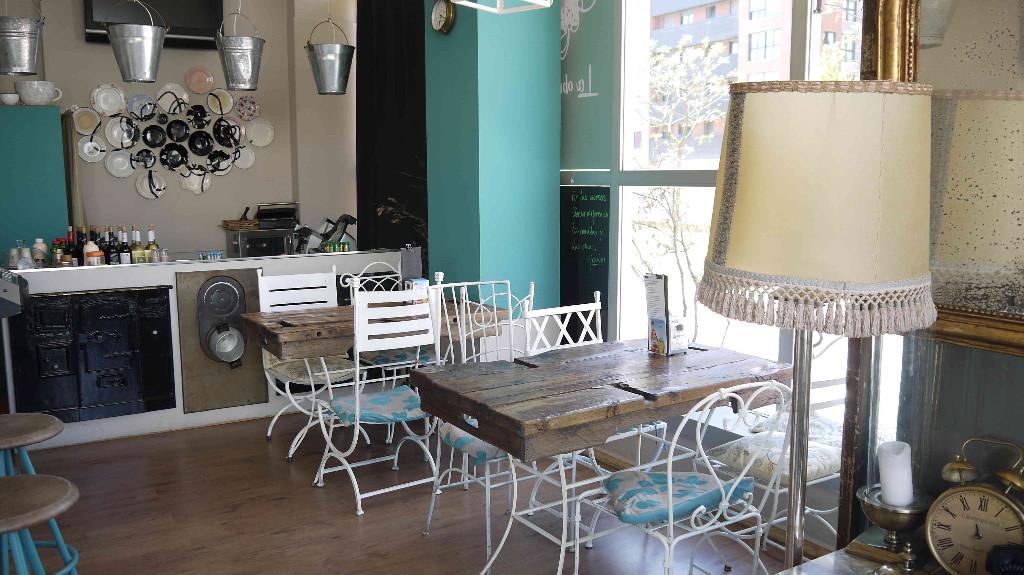 vitoriaenunclic_vitoria-gasteiz_bar_restaurante_comida_andaluza_chipirones_txipirones_jamon-asado_cafe_relax_picoteo_bocatas_raciones_comida_menu-del-dia_menu_pintxo_pote_DISFRUTAR_AMIGOS