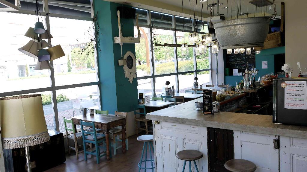 vitoriaenunclic_vitoria-gasteiz_bar_restaurante_comida_andaluza_chipirones_txipirones_pimientos_jamon-asado_cafe_relax_picoteo_bocatas_raciones_comida_menu-del-dia_menu_pintxo_pote_COCTELES