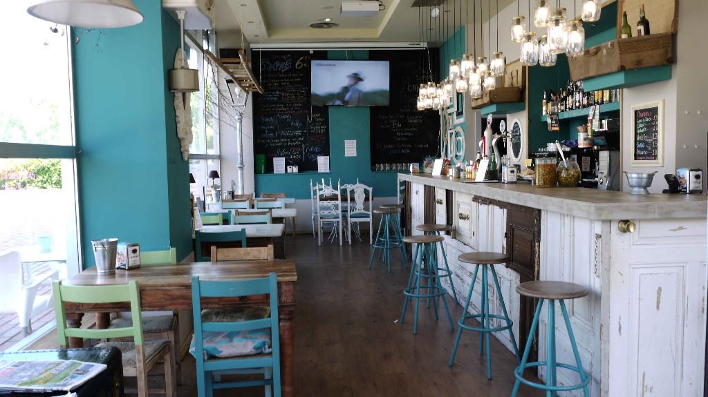 vitoriaenunclic_vitoria-gasteiz_bar_restaurante_comida_andaluza_chipirones_txipirones_pimientos_jamon-asado_cafe_relax_picoteo_bocatas_raciones_comida_menu-del-dia_menu_pintxo_pote_COPAS