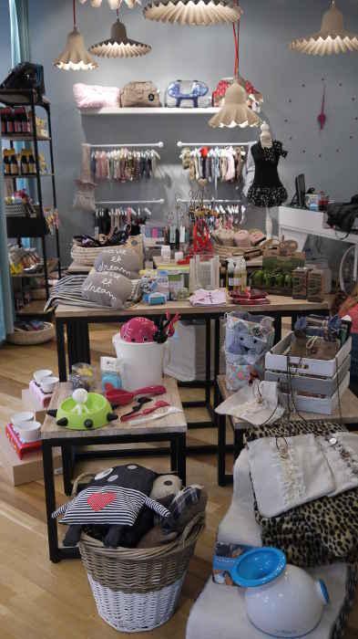 ARTÍCULOS_ESPECIALIZADOS_ropa_personalizada_La_petite_boutique_canina_de_perros_perruna_perro_correas_arnes_comedero_delicatessen_perruna_champu_cunas1