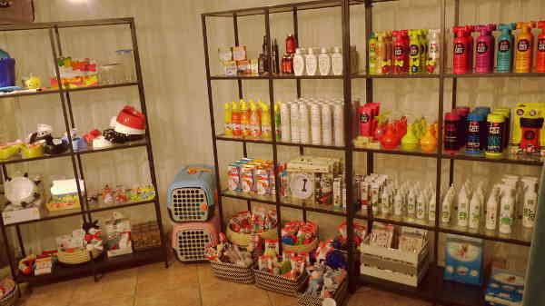 PRODUCTOS_ESPECIALIZADOS_ropa_personalizada_La_petite_boutique_canina_de_perros_perruna_perro_correas_arnes_comedero_delicatessen_perruna_champu_cunas1