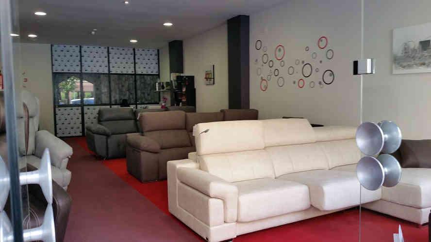 tienda_sofas_sillones_colchones_colchones_tapizados_somieres_canapes_camas_decoracion_Vitoria_entra_y_pruebalos