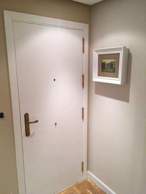 puerta-de-entrada-lacada-por-parte-interio-pintores-vitoria