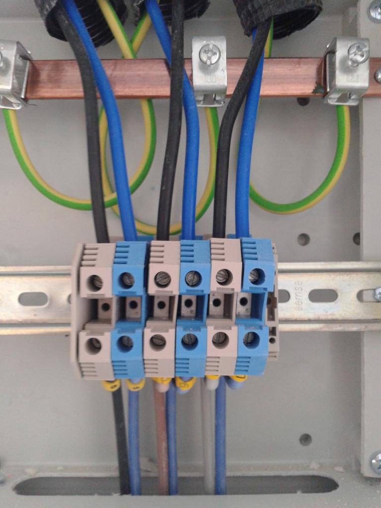 reformas-e-instalaciones-electricas-en-vitoria-electricistas-vitoria-reparar24