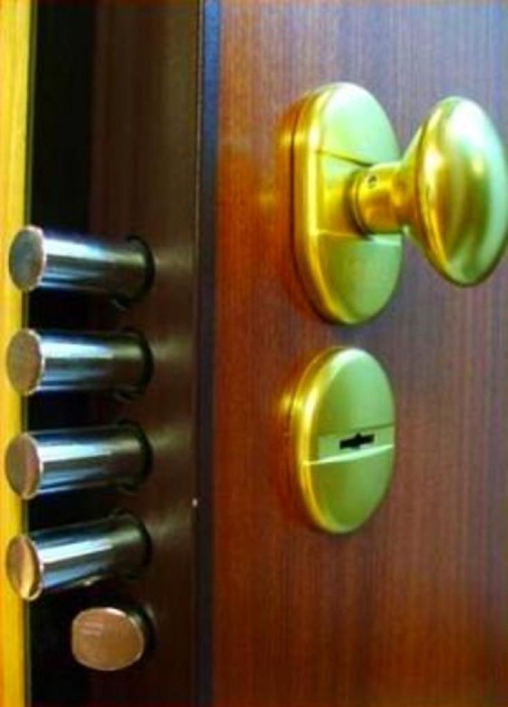 cerrajeros-en-bilbao-colocación-puertas-acorazadas-blindadas-en-bilbao